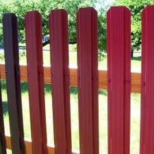 Farebné a pozinkovené plechové plotové dielce - plotovky